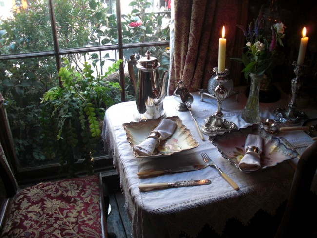 table diner appartement Sherlock Holmes